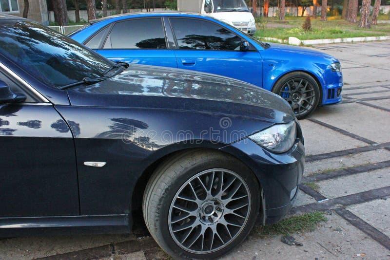 2015年4月3日,傲德萨,乌克兰;一部分的汽车是BMW和奥迪 侧视图 库存照片