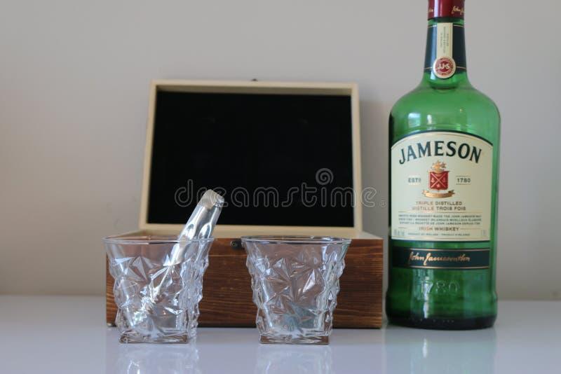 2020年2月14日,加拿大伦敦:杰姆逊威士忌和一套威士忌的编辑说明照 免版税库存图片