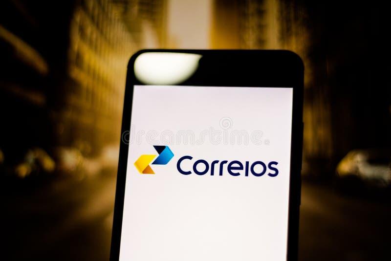 2019年3月10日,巴西 'Brazilian岗位和通信机的Company的商标在移动设备的屏幕上 这是publi 库存照片