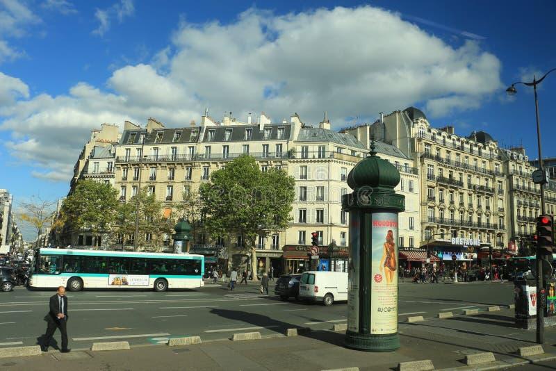 2017年10月13日,法国,巴黎,在城市街道上的交通 图库摄影