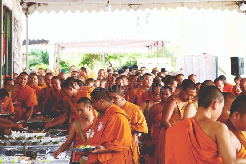 2018年12月07日,Thep Khunakon路,Na Mueang,Chachoengsao,泰国,修士在大学的recept施舍修士的 库存照片