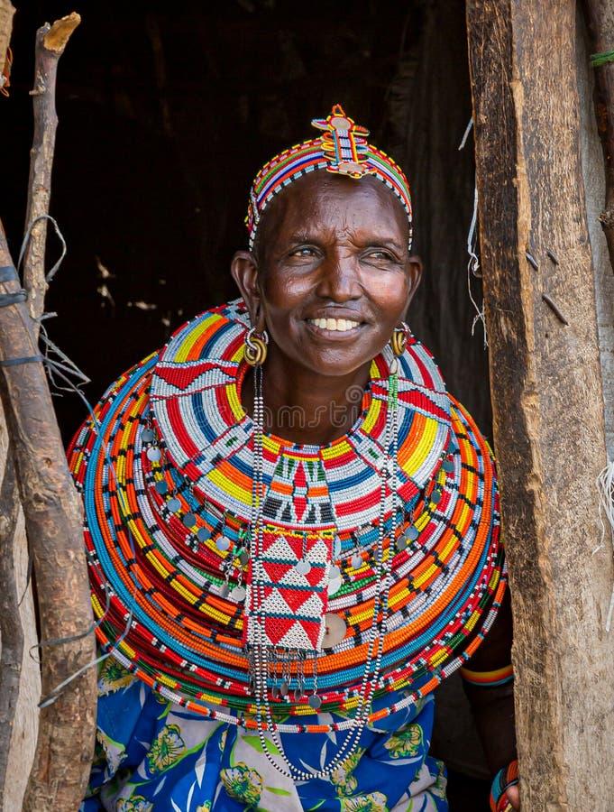2019年6月25日:三布鲁村的女主妇,身上挂着彩珠,标出她在村里的地位 库存图片