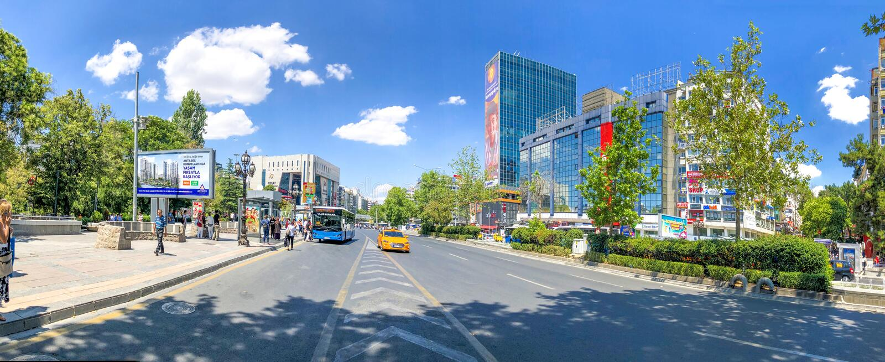 2018年8月2日:土耳其首都安卡拉的基齐莱广场和摩天大楼 免版税图库摄影