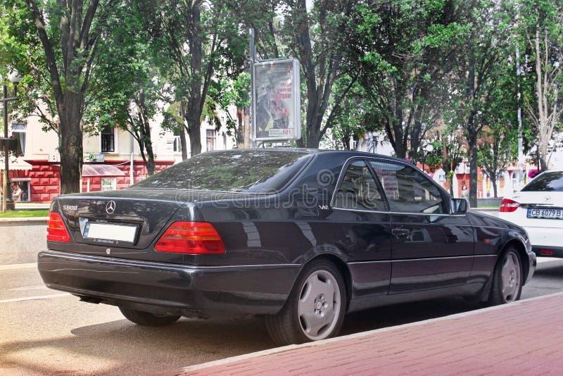 o 2011年5月25日:奔驰S小轿车C140 免版税库存照片