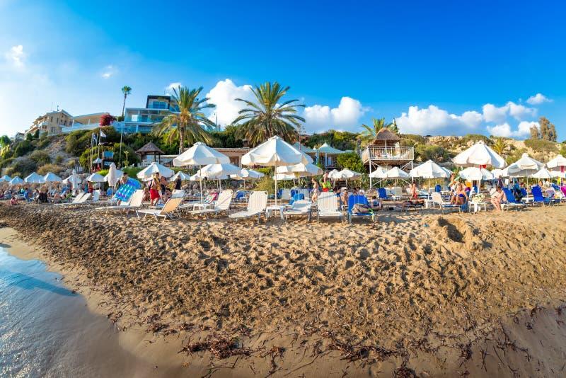 2017年8月20日:阳光明媚的夏日在珊瑚湾海滩休息 免版税库存图片