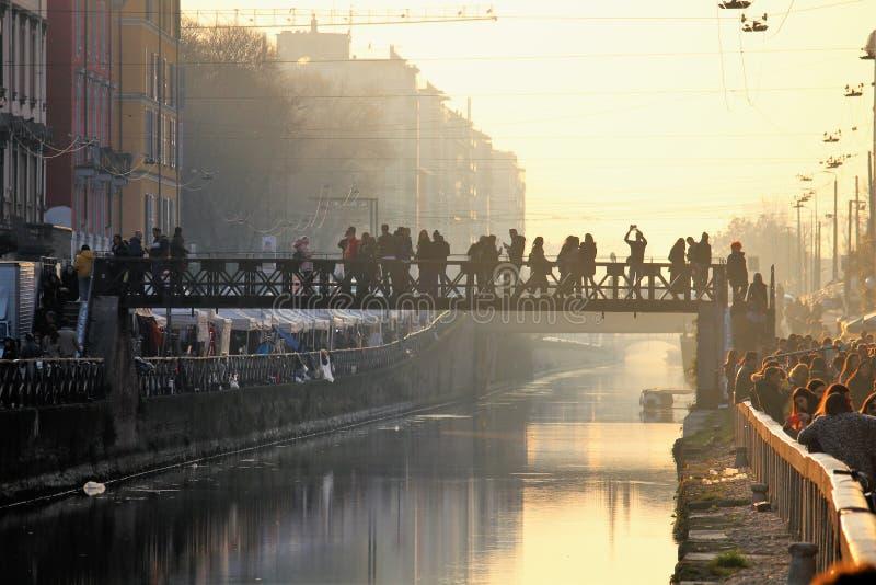 2017年1月22日 — 纳维利奥大桥,日落时游客穿过的桥:波希米亚城会所 免版税库存照片