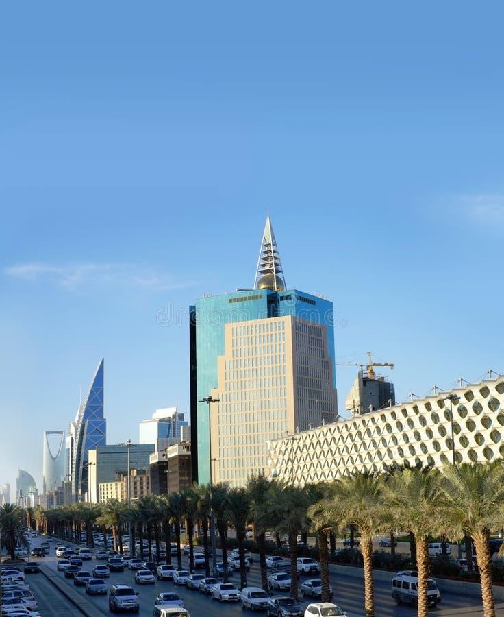 2017年1月25日-利雅得,沙特阿拉伯:在高峰时间, Fahad Road国王 汽车加强沿城市` s普遍的l的交通堵塞 免版税库存照片