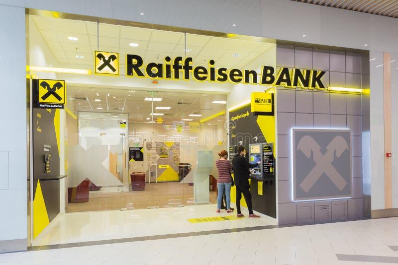 2017年3月3日-布加勒斯特,罗马尼亚-在游廊购物中心的RAIFFEISEN银行在Obor市场附近 RAIFFEISEN银行团体是大t 免版税库存照片