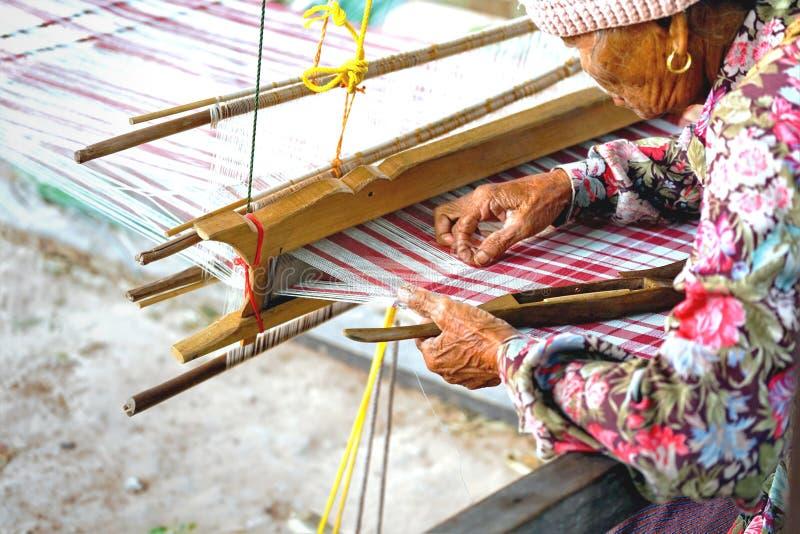 2018年4月07日- Mahasarakham省,泰国:老泰国wom 免版税库存照片