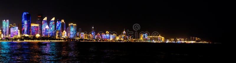 2018年7月-青岛,中国-为纳雷索夫山顶创造的青岛地平线新的lightshow 免版税图库摄影
