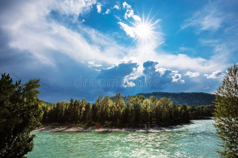 2006年altai威严的katun河 阿尔泰的河风景 免版税库存照片