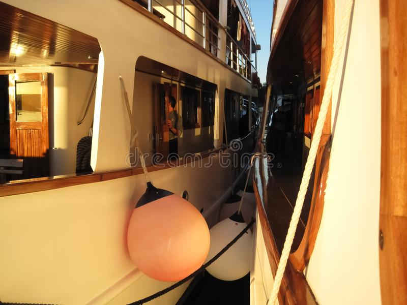 并行的船 免版税库存照片