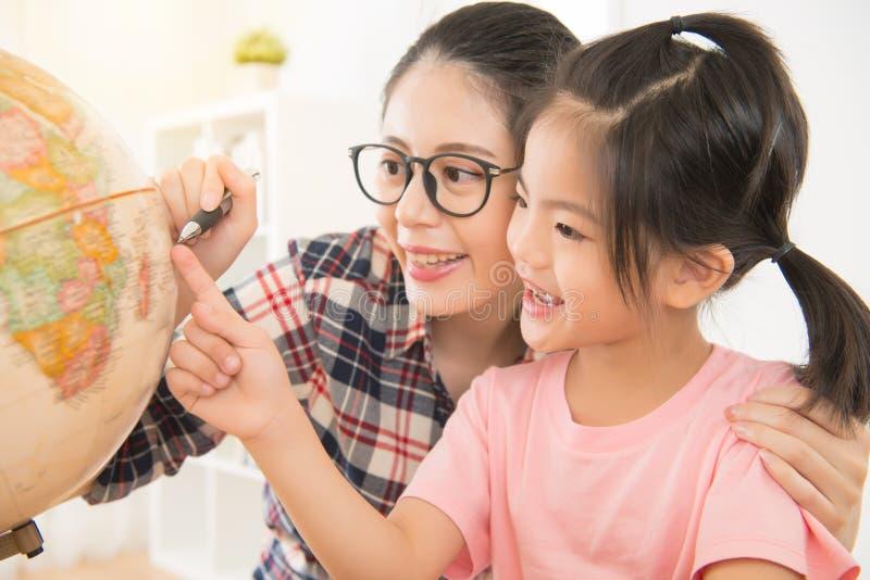 幸福家庭父母和孩子 免版税库存图片