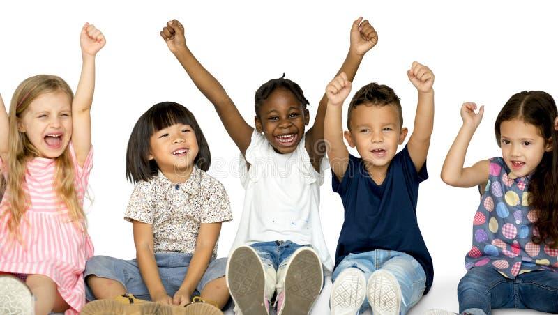 幸福小组逗人喜爱和可爱的孩子 免版税库存图片