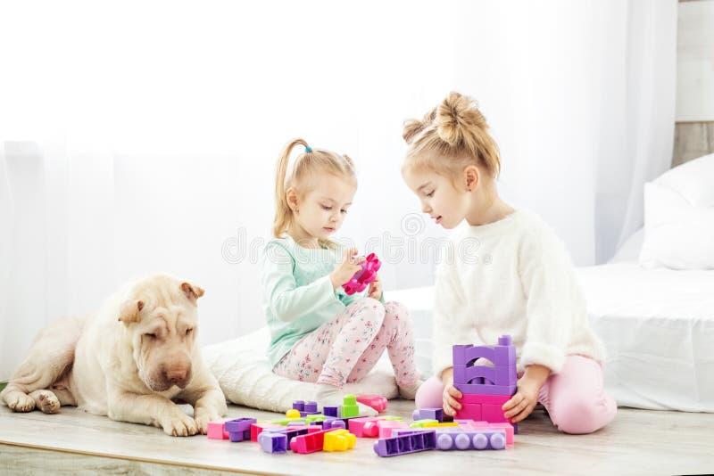 幼儿园和幼儿园孩子的教育玩具 子项二 库存图片