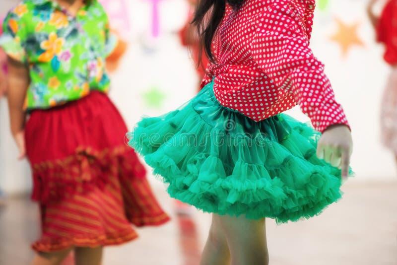 幼儿园在阶段的女生舞蹈 库存照片