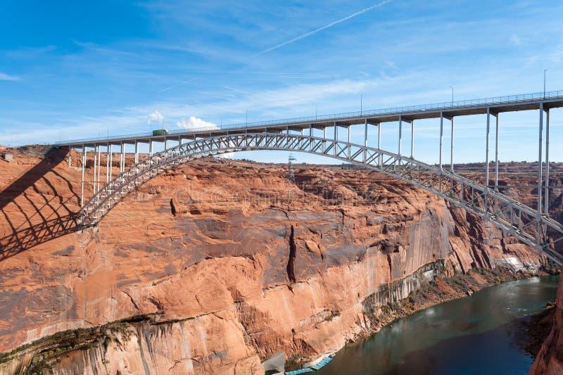 幽谷峡谷水坝桥梁 库存照片