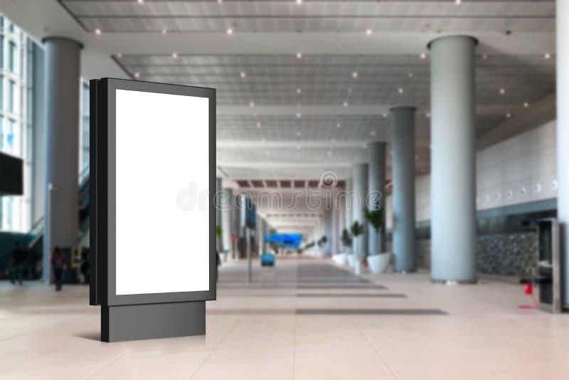 广告大模型的空的空白的广告牌室内机场 免版税库存图片