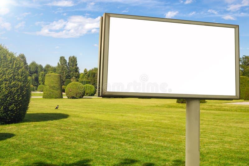 广告牌在公园 库存图片