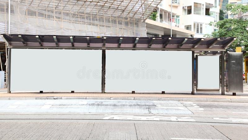 广告牌空白公共汽车站 免版税库存照片