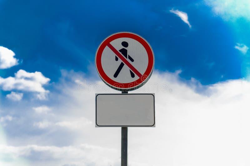 广告牌露天关于对人段落的禁令  免版税图库摄影