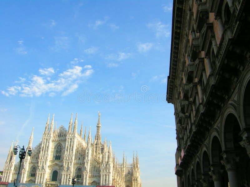 广场中央寺院在米兰 免版税库存图片