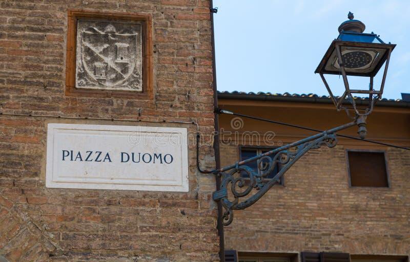 广场中央寺院摩德纳伊米莉亚罗马甘意大利 免版税库存照片