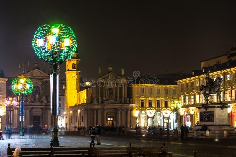 广场圣克罗夜视图在都灵,意大利 库存图片