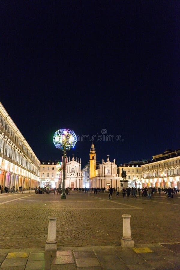 广场圣克罗夜视图在都灵 库存图片