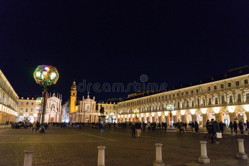 广场圣克罗夜视图在都灵 库存照片