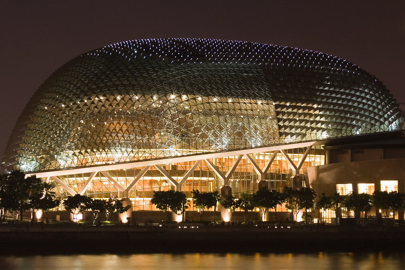 广场晚上新加坡剧院 库存图片