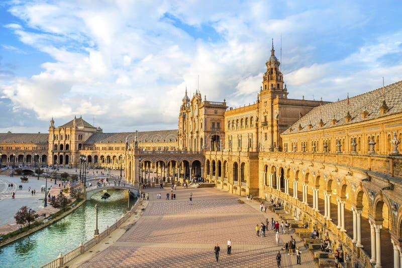 广场de西班牙在Parque de有许多的MarAaa路易莎游人, 免版税库存照片