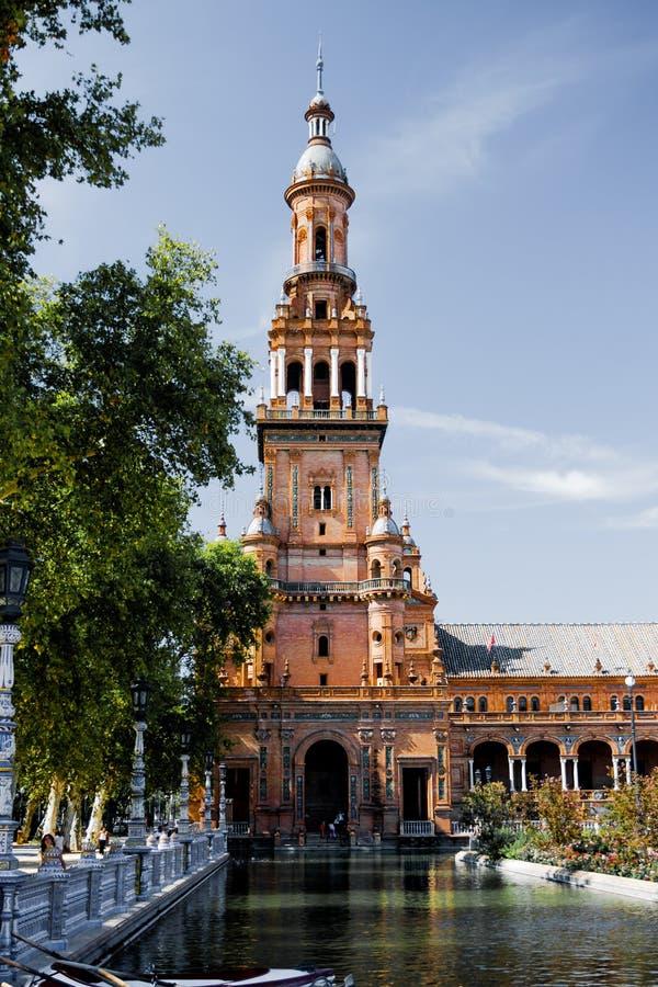 广场de EspaA±aa,塞维利亚,西班牙的成为不饱和的看法 免版税库存图片