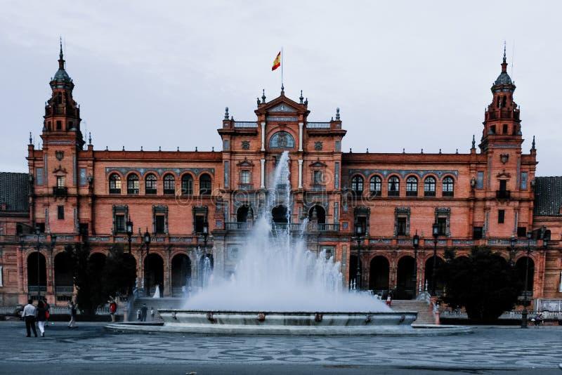 广场de EspaA±aa,塞维利亚,西班牙的成为不饱和的看法 图库摄影