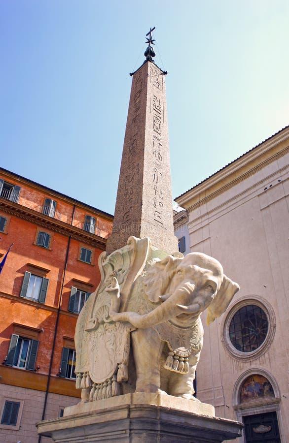 广场della智慧女神,大象雕象贝尔尼尼,罗马 意大利 库存照片