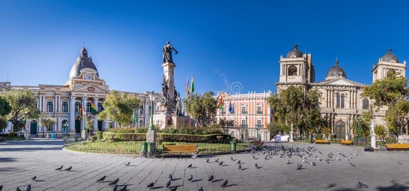 广场Murillo全景有政府和大城市大教堂-拉巴斯,玻利维亚玻利维亚的宫殿的  库存图片
