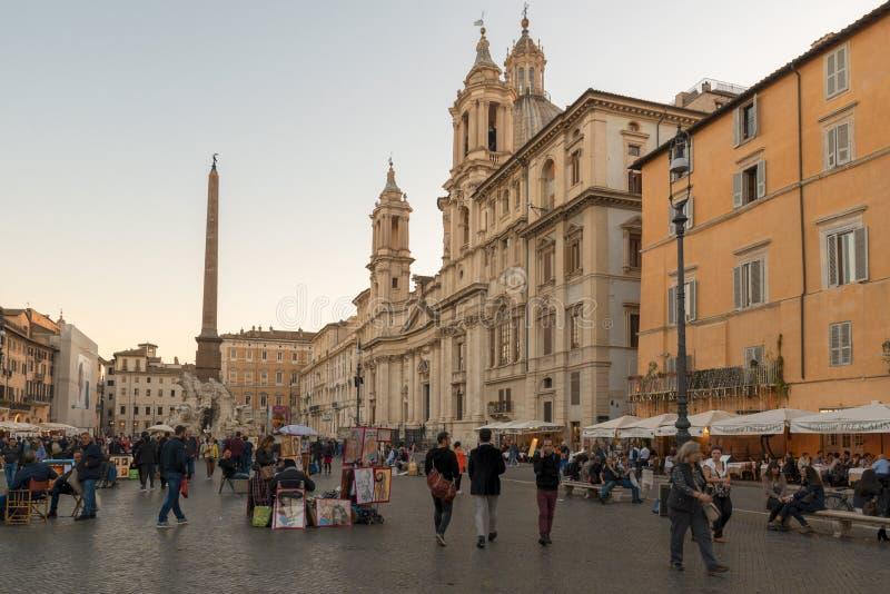 广场Navona 建于典雅的正方形1世纪A d 与一个古典喷泉、街道艺术家&酒吧 库存图片