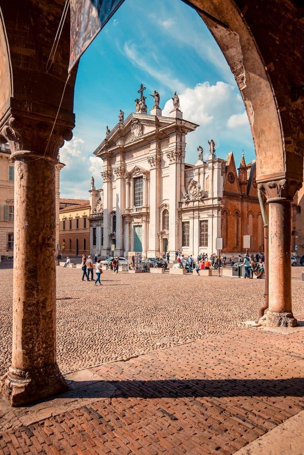 广场Sordello圣伯多禄大教堂-意大利旅行目的地-曼托瓦意大利 免版税图库摄影