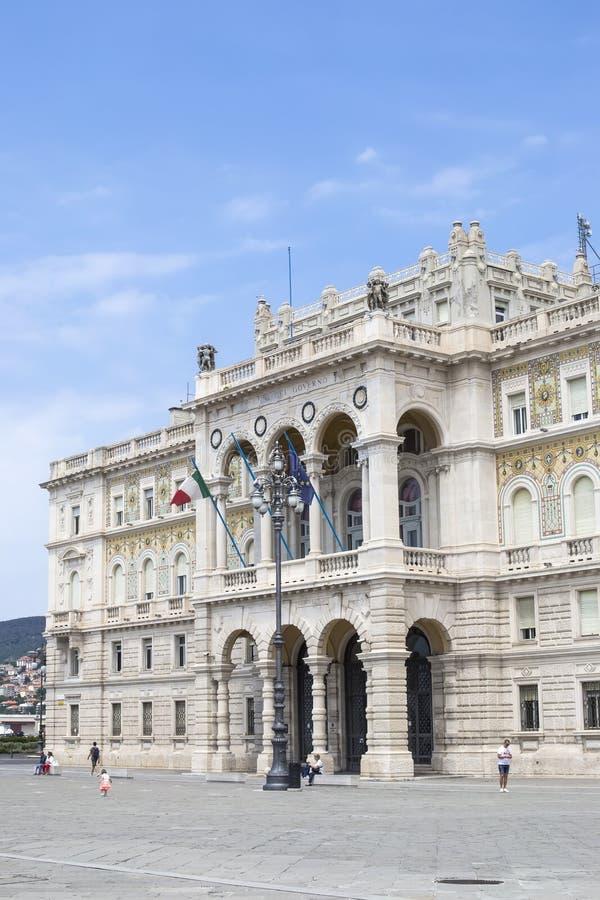 广场Unita d `的意大利政府宫殿在的里雅斯特 图库摄影