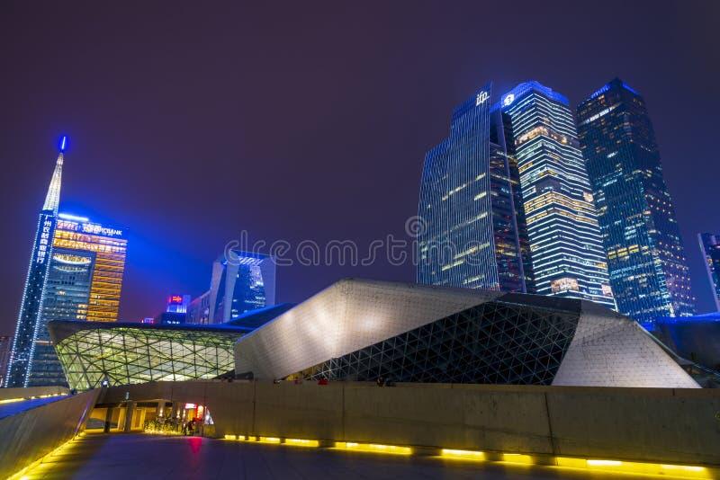 广州,中国- 12月 29日2018年:广州歌剧院、摩天大楼和现代大厦夜视图在珠江事务 免版税库存照片