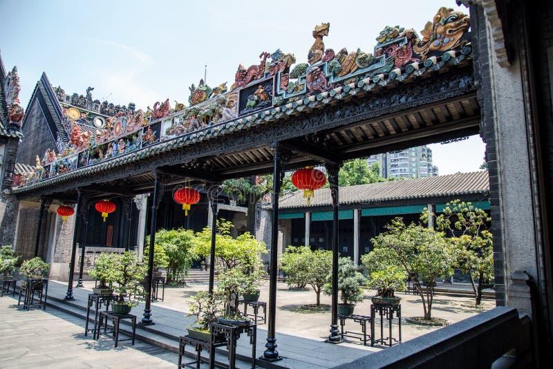 广州,中国` s著名旅游胜地,陈祖先大厅,在从雨走廊的一个风雨棚里面 库存图片