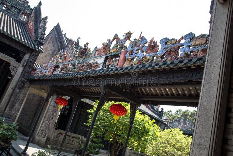 广州,中国` s著名旅游胜地,陈祖先大厅,在从雨走廊的一个风雨棚里面 免版税库存图片