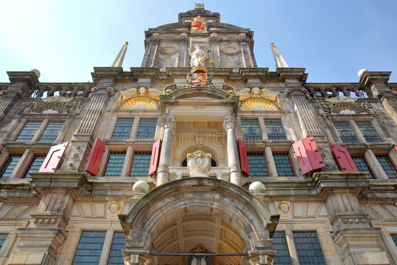 广角在城镇厅的外在门面在1629年重建的在德尔福特 库存照片