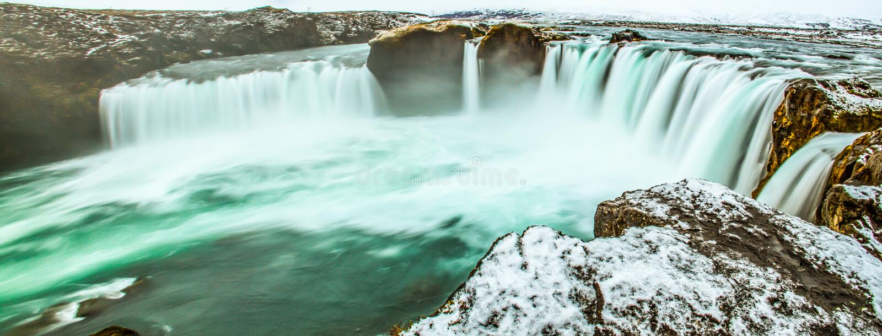 庄严在Godafoss的冬天早晨全景场面,神,冰岛,欧洲瀑布  作为背景的自然秀丽 库存照片