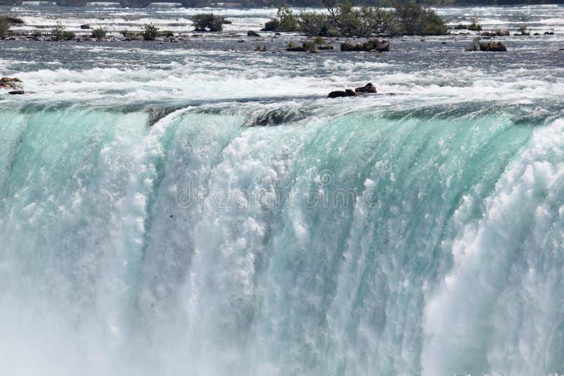 庄严尼亚加拉大瀑布在夏天 免版税库存照片