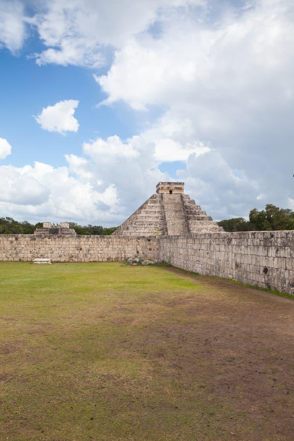庄严玛雅废墟在奇琴伊察,墨西哥 免版税图库摄影