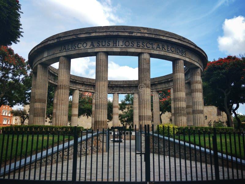 庄严纪念碑在瓜达拉哈拉,哈利斯科州,墨西哥叫Rotonda de los Jaliscienses ilustres 免版税库存图片