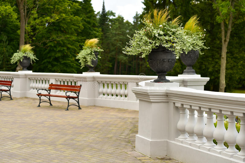 庄园大阳台和庭院 免版税库存图片