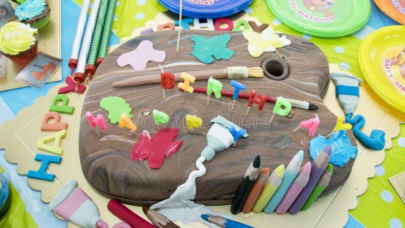 庆祝与铅笔和刷子的蛋糕 免版税库存图片