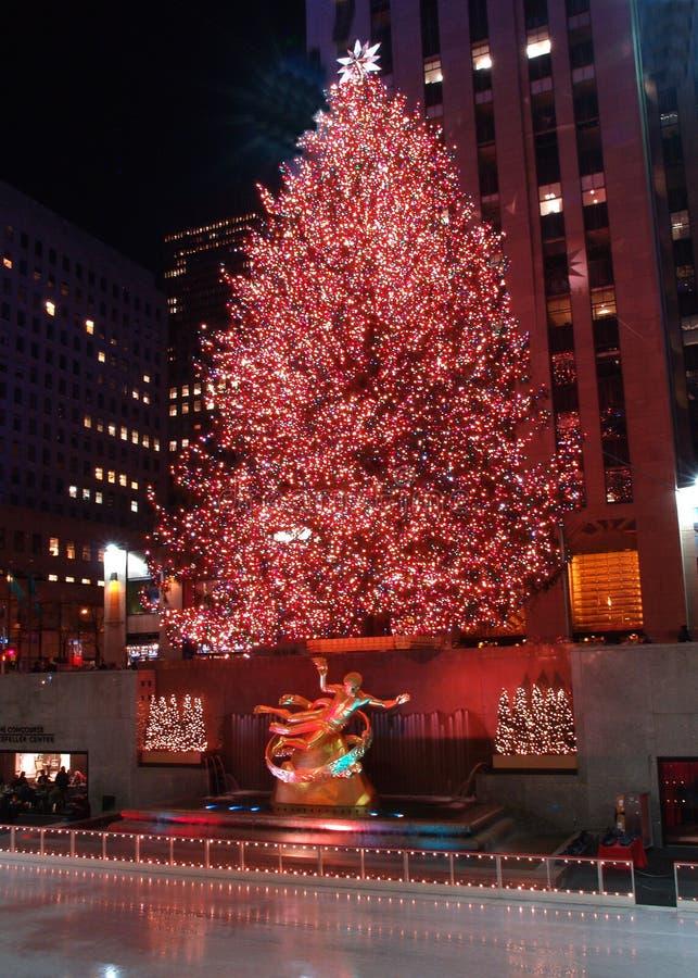 庆祝中心圣诞节照明设备洛克菲勒结构树 免版税库存照片